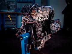 Разборку мотора Mazda MX-5 превратили встильный таймлапс