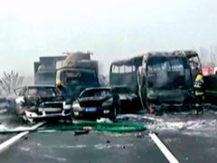 Около 30машин столкнулось вКитае: 18 человек погибли